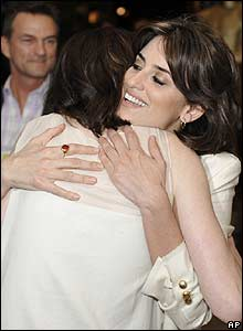 Penelope Cruz (right) with Anne Hathaway