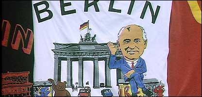 Футболка, посвященная падению Берлинской стены