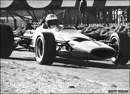 Denny Hulme driving for McLaren at the 1968 British Grand Prix