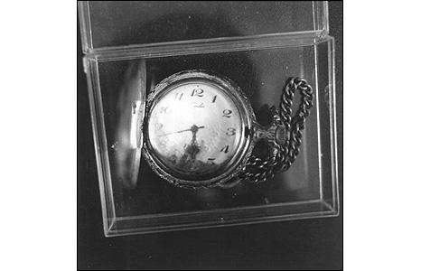 Frauke Eigen, Fundstücke Kosovo 2000 - Uhr (Watch)