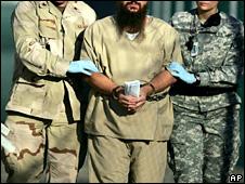 US military guards escort a Guantanamo detainee (6 December 2006)