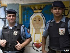 Police stand guard in a Rio de Janeiro shantytown during a visit by President Luiz Inacio Lula da Silva, 3 February 2009