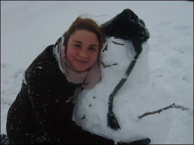 Angela Feechan from Kirkcaldy hugs her snowman