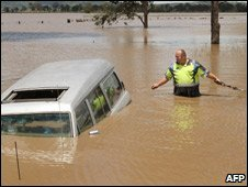 Tow truck staff try to reach submerged vehicle Queensland Nov 08