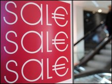A shop offers products at reduced prices in Munich