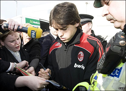 Felipe Mattioni pauses to sign a few autographs