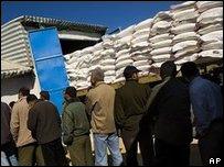 Палестинцы получают помощь ООН