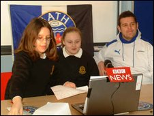 Rugby nternational Lee Mears with Lara and Lyndsey from Hayesfield Technology College in Bath