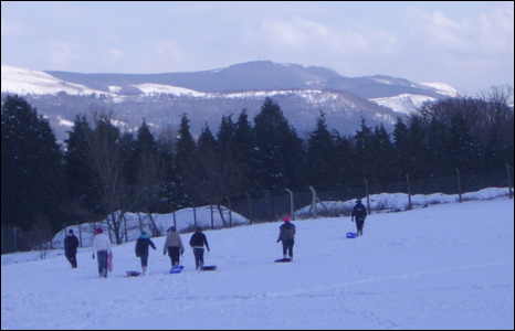 Sledging enthusiasts in the Cynon Valley on Thursday (Rob Thomas)
