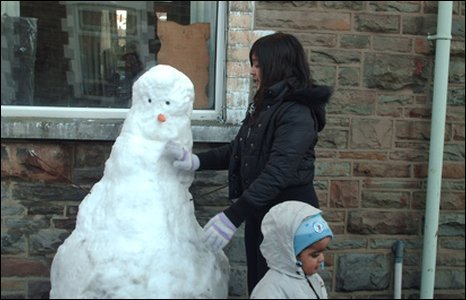 Nasheen Khalid sent in this photo of snowman building