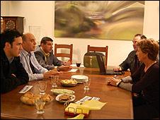 Haisraelim activists meet in home in Herzeliya