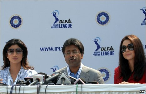 Indian Premier League's Lalit Modi (c), Bollywood actress and co-owner of Kings XI Punjab Preity Zinta (R) and Bollywood actress and co-owner of the Rajasthan Royals, Shilpa Shetty