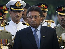 Outgoing Pakistan President General Musharraf leaves the Presidential House in Islamabad (18/08/2008)