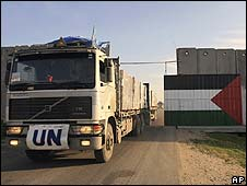 UN truck crosses into Gaza at Kerem Shalom on 13/1/09