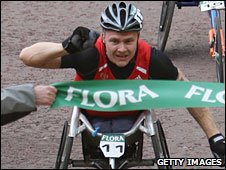 David Weir wins the 2008 London Marathon
