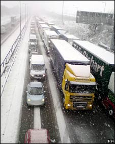 Vehicles on the southbound carriage of the M1 in Northamptonshire