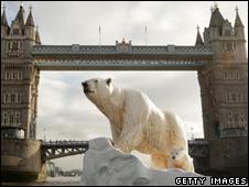 Polar bear and cub sculpture