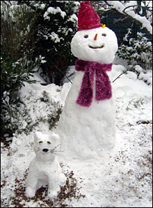 Snowman and pet. Photo: Mandy Noak