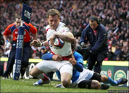 Mark Cueto marks his return to the England fold with a late try in the corner