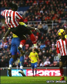 Kenwyne Jones scores