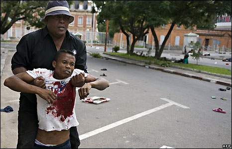A wounded man is helped in Antananarivo