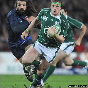 Jamie Heaslip bursts through the French line before scoring Ireland's opening try