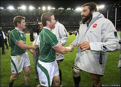 Sebastien Chabal congratulates Ireland's players