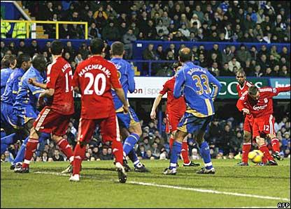 Fabio Aurelio scores for Liverpool