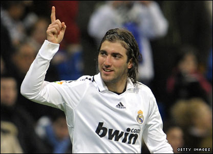 http://newsimg.bbc.co.uk/media/images/45455000/jpg/_45455893_higuain416.jpg