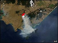 Imagen de la NASA que muestra el humo en la zona de Victoria