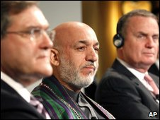 (from left) Franz Josef Jung, Hamid Karzai and James Jones in Munich