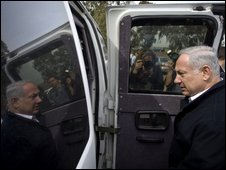 Benjamin Netanyahu campaigning in the northern Israeli village of Aniam, 8 February 2009
