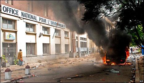 Burning car in Antananarivo