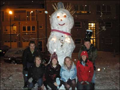 Strathclyde University Boat Club and their giant snowman.