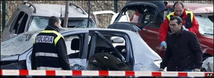 Policías en la escena de la explosión
