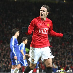 Dimitar Berbatov scores Man Utd's third in a 3-0 win