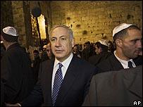 بنيامين نتتنياهو خلال زيارة إلى حائط المبكى في القدس الشرقية