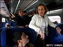 تسيبي ليفني في جولة انتخابية بالقطار
