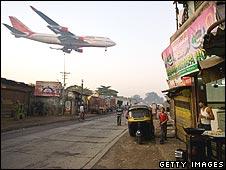 A 747 glides into Mumbai