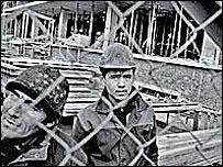 Иностранные рабочие на стройке. Фото с сайта HRW