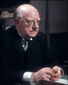 Arthur Lowe as Capt George Mainwaring