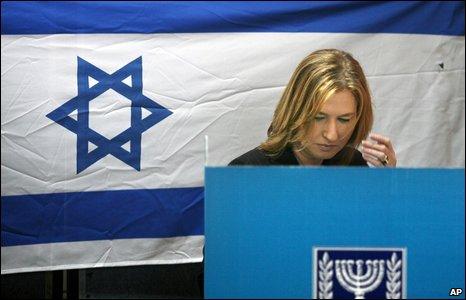 Tzipi Livni voting