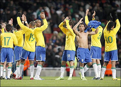 Brazil's players thank their fans after the 2-0 win over Italy
