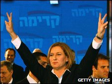 Kadima leader Tzipi Livni makes a victory salute at the party's headquarters in Tel Aviv, Israel, 10 February 2009