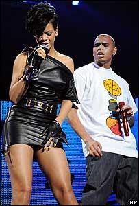 Rihanna y Chris Brown en diciembre durante una presentaci�n en el Madison Square Garden de Nueva York