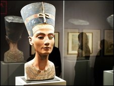 German guile won Queen Nefertiti _45466281_001045658-1