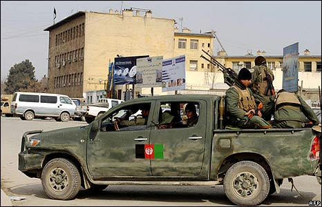 Afghan commandos patrol outside the Justice Ministry
