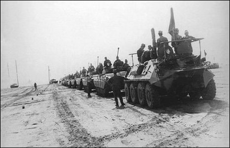 Soviet armoured cars pulling out of Afghanistan, 1989 (image: Alexander Latypov's collection)