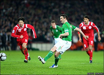 Robbie Keane slots home a penalty for the Republic
