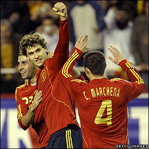 Fernando Llorente celebrates his goal for Spain